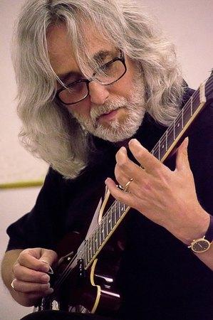 Guitarist Gordon Giltrap Photo copy viceversarobbifotografia