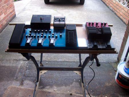 Gordon's new pedal board August 2009