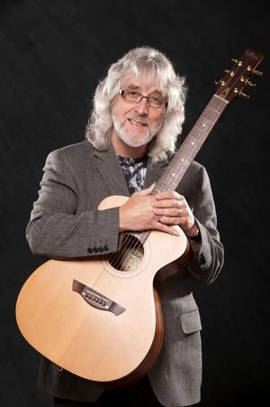 Gordon with the new GG signature mahogany guitar
